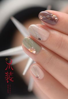 Neutral nails with fine detail, gorgeous Summer nails Diy Acrylic Nails, Summer Acrylic Nails, Summer Nails, Marble Nail Designs, Nail Art Designs, Classy Nails, Cute Nails, Essie, Japanese Nails