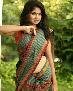 50 Stunning High Quality Images of Indian Girls in Saree! Beautiful Girl Indian, Most Beautiful Indian Actress, Beautiful Saree, Beautiful Girl Image, Gorgeous Women, Aunty In Saree, Sari Blouse Designs, Saree Models, Indian Beauty Saree