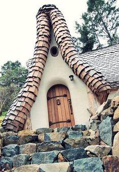 Az egész világ a csodájára jár az erdélyi Tündérek Völgyének harmadik oldal Folk Rock, Cedar Shingles, Hobbit Hole, Fantasy House, Thatched Roof, Traditional House, My House, Interior Design, Architecture