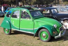 French classic cars, usually citroen classics French Classic, Classic Cars, Dream Cars, Citroen Van, Minis, Citroen Traction, 2cv6, British Grand Prix, Small Cars