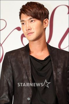 Siwon at the press release for Super Junior's 6th album 'Sexy, Free & Sing  E'  #siwon #superjunior