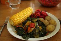 Judiths Abendessen vereint eine ebenso bunte wie nahrhafte Vielfalt und macht Lust auf Essen.  http://laverdeconnection.wordpress.com/2014/09/10/vegan-wednesday106/