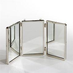 Miroir Barbier petit modèle AM.PM : prix, avis & notation, livraison. Tryptique à l'ancienne, esprit barbier. Cadre en laiton nickelé. Dimensions du miroir total : L. 55 x H. 27 cm. À suspendre par la chaînette au mur.