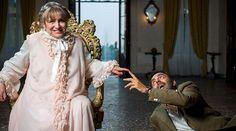 Neri Marcorè e Piera degli Esposti nel salone principale di Ca' Marcello