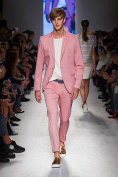 Massimo Rebecchi at Milan Fashion Week Spring 2015 is part of Pink suit men - Massimo Rebecchi at Milan Fashion Week Spring 2015 Runway Photos Mens Fashion Suits, Mens Suits, Pink Suit Men, Blazer Outfits Men, Men's Outfits, Look Formal, Designer Suits For Men, Well Dressed Men, Wedding Suits