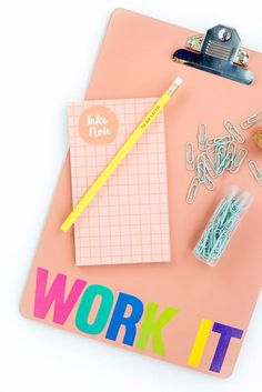 School supplies - diy 'work it' back-to-school clipboard - easy c Cute Crafts For Teens, Crafts For Kids To Make, Diy Projects For Teens, Diy For Teens, Fun Crafts, Diy Back To School Supplies, Back To School Crafts, Binder Clips, Planners