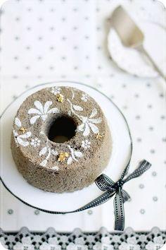 Black sesame chiffon cake via Evans kitchen ramblings Chiffon Cake, Just Desserts, Delicious Desserts, Sweet Recipes, Cake Recipes, Light Cakes, Traditional Cakes, Black Sesame, Cake Ingredients