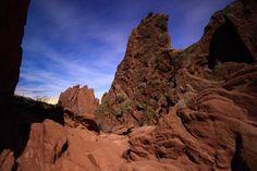 Moonlit Garden of the Gods in Colorado Springs just before daybreak [2400X1600] [OC] http://ift.tt/2GLewq9