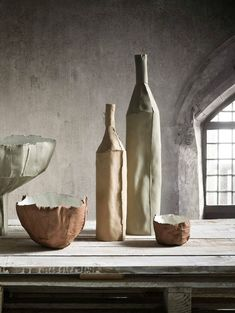 Paola Paronetto and collection Paper Clay Porcelain Ceramics, Ceramic Pottery, Ceramic Art, China Porcelain, Painted Porcelain, Porcelain Tiles, Paperclay, Still Life Art, Contemporary Ceramics