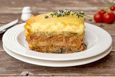musaca-greceasca-cu-vinete,-cartofi-si-sos-bechamel-a Romanian Food, Greek Recipes, Lasagna, Carne, Quiche, Tahini, Food To Make, Recipies, Easy Meals