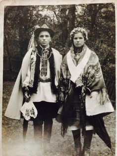 Ukraine, from Iryna Antique Photos, Vintage Pictures, Old Pictures, Old Photos, Folk Costume, Costumes, Ethnic Outfits, Ethnic Clothes, Bridal Crown