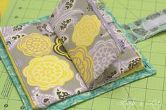 Adorable zippered wallet tutorial (loved the way that Jessica's take on this project turned out).
