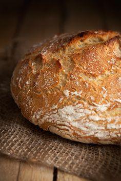 je n'ai pas de machine à pain, mais c'est pas grave! voilà du pain cuit à la cocotte!