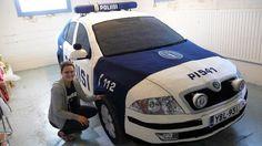 Kaija Papu: PI541, 2012. Virkattu poliisiauto, Skoda.