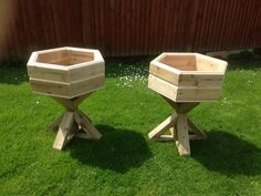 Hexagonal stand planters