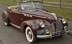 Pontiac Deluxe Convertible 1940 - 40s & 50s American Cars.