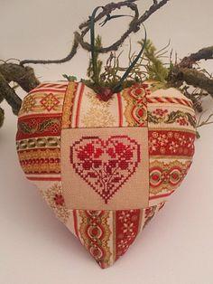 coeur avec point de croix / heart with cross stitch  -  http://la-couronne.de/