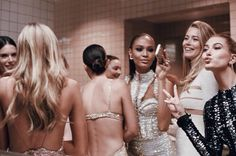 "vogue-at-heart: ""Joan Smalls, Doutzen Kroes & Hailey Baldwin in the Ladies' Bathroom at the Met Gala 2016 Photographed by Cass Bird "" Hailey Baldwin, Sophia Loren, Party Looks, Modelos Victoria Secret, Garance, Joan Smalls, Doutzen Kroes, Glamour, Girl Gang"