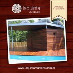 Una construcción de metal recubierta en madera, logra que los espacios abiertos como un jardín y un semicubierto queden conectados.