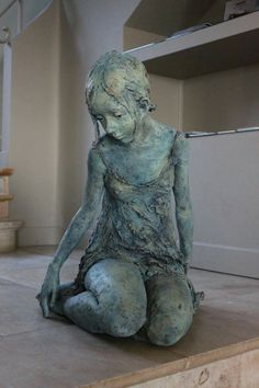 Jurga Martin Born in 1977 in Utena, Lithuania, Jurga lives and works in France. She exhibits her works Bronze or Terracotta in many galleries in France and abroad (Ghent, Taipei, Turin . Human Sculpture, Sculpture Clay, Ceramic Sculpture Figurative, Figurative Art, Ceramic Figures, Ceramic Art, Pottery Sculpture, Paperclay, Oeuvre D'art
