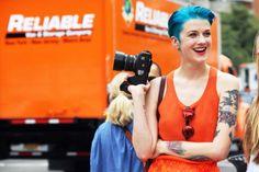 Sólo hay que atreverse con un color distinto. Si te queda bien el pelo corto, prueba un color intenso para un look más entretenido ;)