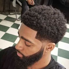 Afro Hairstyles for Stylish Men Black Men Haircuts, Black Men Hairstyles, Girl Haircuts, Curled Hairstyles, Natural Hairstyles, Taper Fade Afro, Afro Look, Black Hair Cuts, Afro Curls