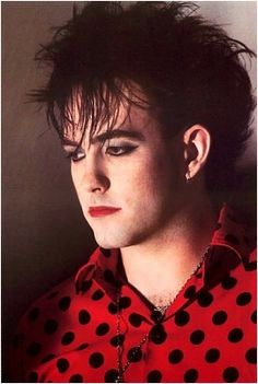Robert Smith - The Cure Robert Smith The Cure, Robert Smith Young, Good Music, My Music, 1980s Makeup, Rock Revolution, New Romantics, Gothic Rock, Oui Oui