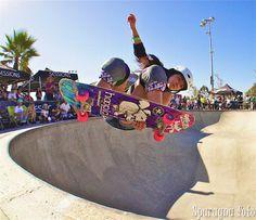 skate Skate Surf, Skateboard Girl, Skater Girls, Action Poses, Abstract Styles, Athletic Women, Skateboards, Beautiful Models, Snowboarding