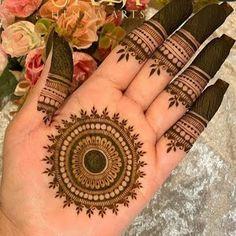 Circle Mehndi Designs, Very Simple Mehndi Designs, Round Mehndi Design, Palm Mehndi Design, Mehndi Designs For Kids, Henna Tattoo Designs Simple, Back Hand Mehndi Designs, Mehndi Designs Book, Mehndi Designs 2018