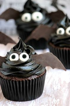Easy Bat Cupcakes for Halloween, Great Recipe!