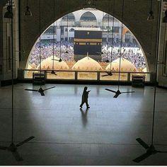 WANT to see makkah and madinah one before dying .inshaAllah one day inshaAllah :-! Mecca Madinah, Mecca Masjid, Masjid Al Haram, Islamic Architecture, Art And Architecture, Moslem, Mekkah, Islamic Wallpaper, Hd Wallpaper