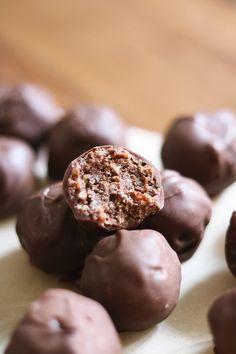 Chokladiga proteinbollar med hasselnötscrunch – Roethlisberger.se