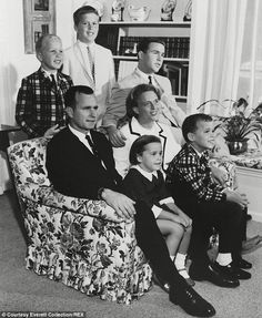 The George Bush family in 1964 in Houston: (Standing left to right) Neil Jeb and George Jr and (seated left to right) George Sr, Dorothy, Barbara and Marvin Presidential History, Presidential Candidates, Presidential Libraries, Texas History, World History, American Presidents, American History, George Bush Family, Bush George
