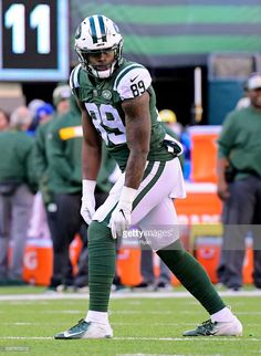 Chris Herndon of the New York Jets lines up against the Green Bay Packers at MetLife Stadium on December 2018 in East Rutherford, New Jersey. Get premium, high resolution news photos at Getty Images New York Jets Football, Nfl Football, Football Players, Football Helmets, Jet Fan, Metlife Stadium, Colin Kaepernick, Sports Pictures, Green Bay