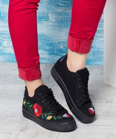 Tenisi dama cu broderie florala Mai, Floral, Shoes, Tennis, Embroidery, Zapatos, Shoes Outlet, Flowers, Shoe
