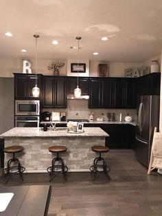 Küche Dekor 42 Pretty Stone House Design Ideas on a Budget - Home Remodeling - Kitchen Cabinets Decor, Home Decor Kitchen, New Kitchen, Rustic Kitchen, Country Kitchen, Smart Kitchen, Kitchen Island, Kitchen Backsplash, Kitchen Cupboard