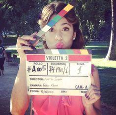 @TiniStoessel  #Violetta2 Estoy Viendo Hasta la mitad de tu novela casi ya termino de ver todo Espero que haiga  violetta 3