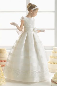 Explore the Rosa Clará First Communion and bridesmaid dresses. Little Girl Gowns, Gowns For Girls, Girls Dresses, Prom Dresses Blue, Dresses For Sale, Bridesmaid Dresses With Sleeves, Junior Bridesmaid Dresses, Wedding Dresses, Wedding Bridesmaids
