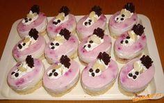 zákusky z formiček - semifreda Mini Cakes, Dessert Recipes, Cream, Food, Petit Fours, Fine Dining, Syrup, Creme Caramel, Essen