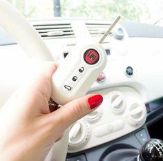 Housse de clé pour Fiat 500 Fiat 500 Accessories, Vape Accessories, Fiat 500e, Fiat 500 Lounge, Car Key Ring, Bridesmaid Accessories, Future Car, Dream Cars, Vroom Vroom