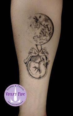 Tatuaggio vittoriano luna con parto, Tatuaggio fine lining luna con parto podalico disegno stile vittoriano, tatuaggio vittoriano - victorian drawing tatttoo style moon, fine lining tattoo - Violet Fire Tattoo - tatuaggi maranello, tatuaggi modena, tatuaggi sassuolo, tatuaggi fiorano - Adam Raia tattoo artist, matteo tralli designer - tatuaggio nichel free, tatuaggio senza nichel, tatuaggio vegano, nickel free tattoo, vegan tattoo, italian tattoo, tatto italy, tattoo maranello, tattoo…