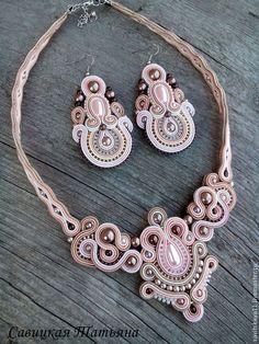 Купить Сутажное колье - кремовый, сутаж, сутажная техника, сутажное колье, колье, сутаж Fabric Jewelry, Boho Jewelry, Bridal Jewelry, Beaded Jewelry, Jewelry Design, Women Jewelry, Soutache Necklace, Beaded Earrings, Handmade Beads
