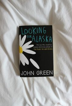 John Green - Looking for Alaska. John Green has to one of the greatest authors. He speaks to you on a level you weren't sure was possible. He is realistic, sensitive, curios, knowledgeable and much more. All of his books are amazing! Best Books To Read, Ya Books, Books To Buy, I Love Books, Book Club Books, Book Lists, Good Books, John Green Libros, John Green Books