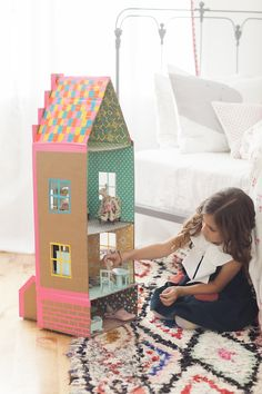 DIY brownstone doll house out of cardboard and duct tape by Merrilee Liddiard for her book Playful. She also had an idea of making a boy version and turning it into a fire station! Photography by Nicole Gerulat Cardboard Dollhouse, Cardboard Toys, Diy Dollhouse, Doll House Cardboard, Victorian Dollhouse, Modern Dollhouse, Kids Crafts, Sand Crafts, Forts En Carton