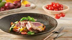Odľahčite si jedálny lístok! Naservírujte si na tanier farebný šalát panzanella s grilovaným tuniakom podľa Romana. Beef, Steak, Chicken, Steaks, Ox, Cubs