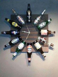Reuse those old beer bottles and make a DIY beer bottle clock. Perfect for the man cave. (Liquor Bottle Present) Do It Yourself Decoration, Pub Sheds, Deco Restaurant, Upcycled Home Decor, Wine Bottle Crafts, Beer Bottles, Glass Bottles, Beer Cans, Alcohol Bottle Crafts