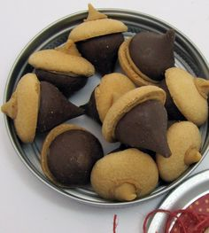 "Hershey kiss, Nilla wafer and butterscotch chip ""acorns"". Cute idea"