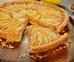 This vegan apple tart recipe provides an easy to make pie crust, and can rival your mom's homemade tart any day. Apple Recipes, Sweet Recipes, Snack Recipes, Cooking Recipes, Vegan Apple Tart Recipe, French Apple Tart, Cooking Cake, Healthy Vegan Snacks, Microwave Recipes