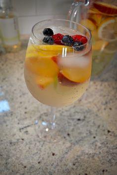 Yum yum yum! Can't wait to try this white wine sangria #recipe