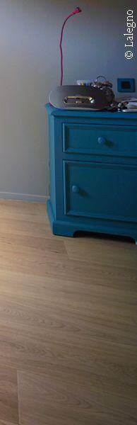 Als je een eiken parketvloer op de juiste manier behandelt met een subtiele witte parketolie, resulteert dat in een prachtig palet aan witgrijze kleurschakeringen die eenieders hart gemakkelijk veroveren.